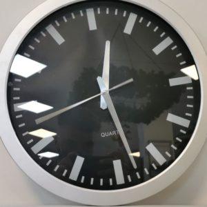 Reloj pared gris